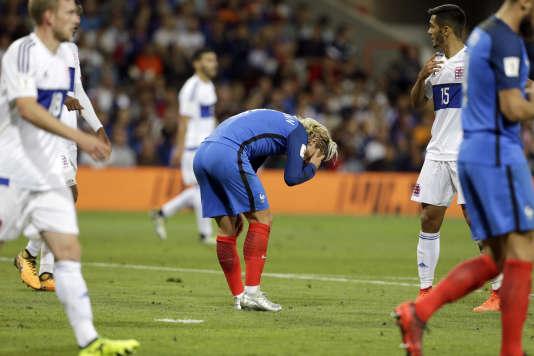 Antoine Griezmann, dépité, lors du nul (0-0) entre l'équipe de France et le Luxembourg, dimanche 3 septembre.