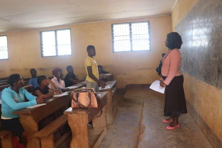 Au lycée bilingue Down-Town, une classe de troisième francophone. Seuls une centaine d'élèves ont fait leur rentrée le 4 septembre 2017 dans cet établissement qui accueille d'ordinaire plus de 1000 élèves.