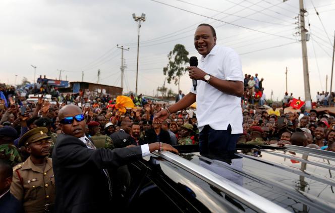 Le 1er septembre 2017 à Nairobi, le président Uhuru Kenyatta harangue ses partisansvenus le soutenir après l'invalidation de sa victoire à la présidentielle du 8 août.