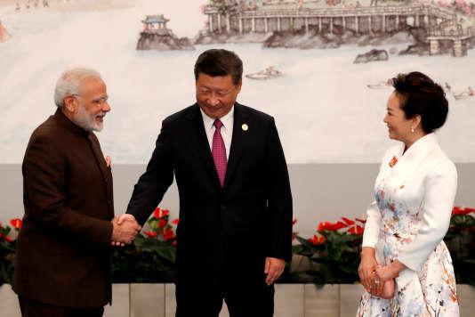Le premier ministre indien Narendra Modi rencontre le président chinoisXi Jinping et son épousePeng Liyuan, le 4 septembre à Xiamen (Chine).
