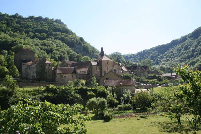Le village de Baume-les-Messieurs.