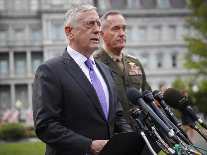 Le ministre de la défense, Jim Mattis, et le général Joseph Dunford, àWashington, dimanche 3 septembre.