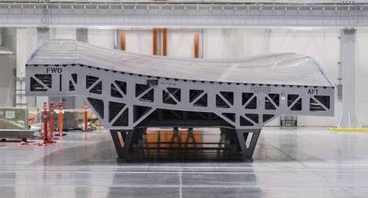 Un pan d'aile en matériaux composite destiné à unBoeing 777X