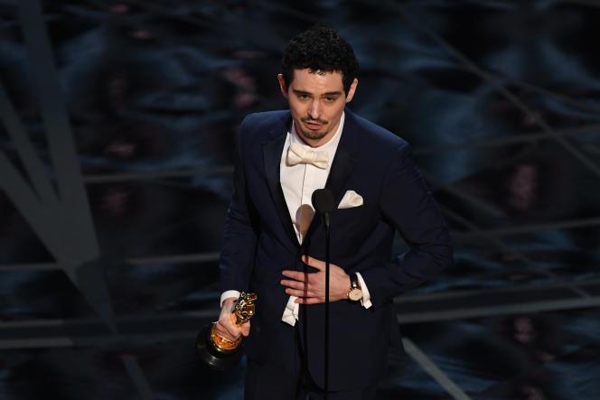 Damien Chazelle reçoit l'Oscar du meilleur réalisateur pour «La La Land», à Hollywood (Los Angeles), le 26 février.