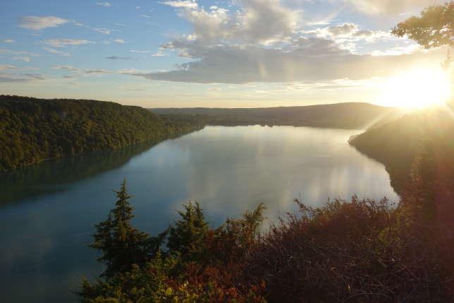 Le lac de Chalain depuis le belvédère de Fontenu.