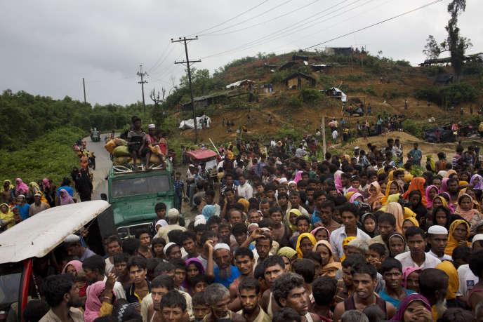 Des musulmans fuyant la Birmanie pour le Bangladesh, le 3septembre 2017.