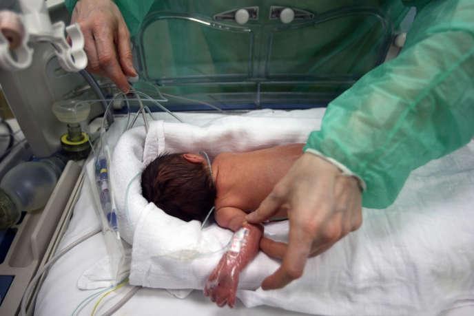 55000à 60000 bébés prématurés naissent chaque année en France, ce qui correspond à environ 7% des naissances.