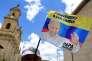 Un vendeur de rue propose des fanions pour souhaiter la bienvenue au pape François à Bogota, le 4 septembre.