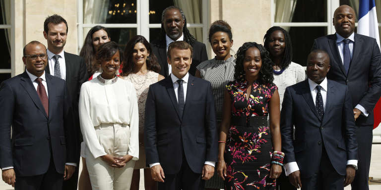 Emmanuel Macron et les onze membres du Conseil présidentiel pour l'Afrique, à l'Elysée, le 29 août 2017.