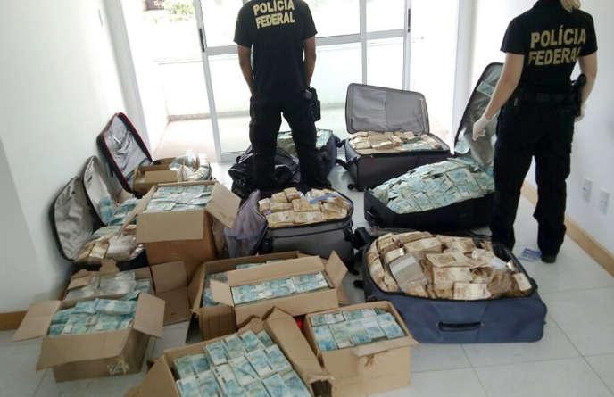 La police brésilienne a mis quatorze heures pour compter tous les billets retrouvés dans la garçonnière de l'ex-ministre Geddel Vieira Lima.