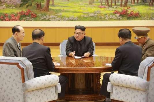 Image de propagande diffuséele 3 septembre, montrant Kim Jong-un et des représentants du Parti du travail de Corée.