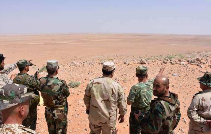 L'armée syrienne à Bir Qabaqib (Syrie), à une quarantaine de kilomètres à l'ouest de Deir ez-Zor, le 4 juillet.