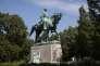 Au pied de la statue du général en chef des armées sudistes Robert Lee à Charlottesville, le 16 août, un appel à rebaptiser le parc qui l'abrite.