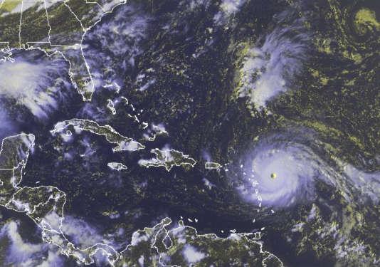 Vue satellitaire de l'ouragan Irma, de catégorie 5, dans l'océan Atlantique, le 5 septembre.