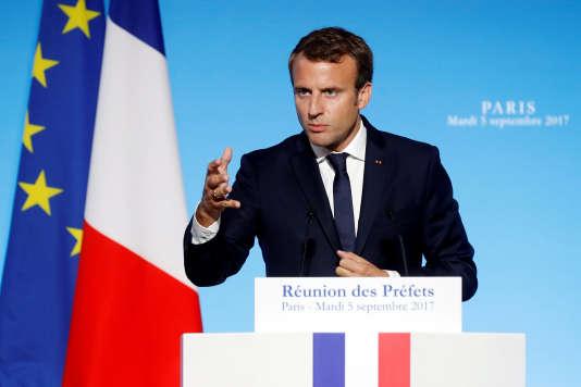 «Emmanuel Macron a appelé « publiquement » mardi 5 septembre « tous les propriétaires à baisser les loyers de 5 euros » par mois, lors d'un discours devant les préfets à l'Elysée.»