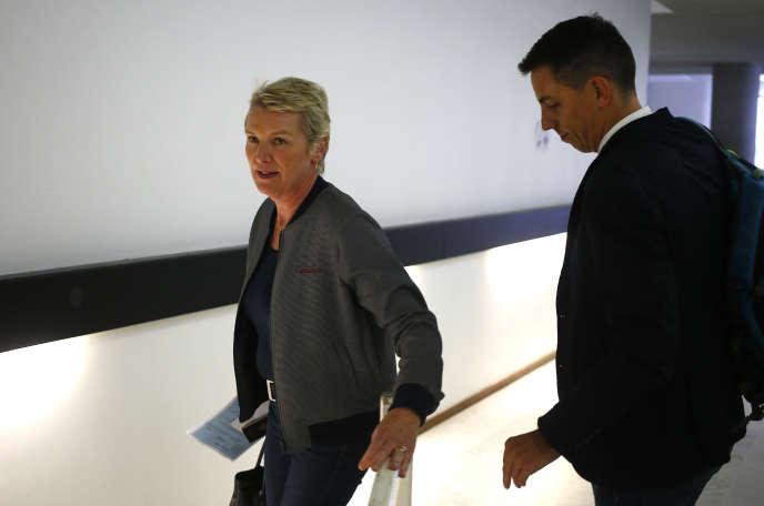 Les journalistes Elise Lucet et Laurent Richard lors de leur arrivée au tribunal correctionnel de Nanterre, le 5 septembre.