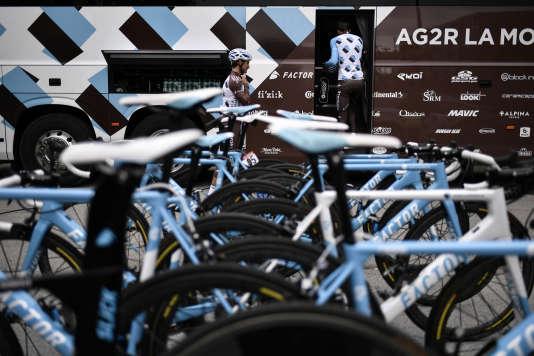 Les vélos et le bus de l'équipe AG2R, sur le dernier Tour de France.