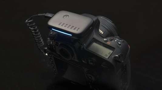 Le boitier Arsenal prend le contrôle de l'appareil photo.
