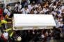 L'enterrement, à Pateros (Philippines), le 5 septembre, d'un jeune homme de 19 ans tué par les forces de l'ordre.