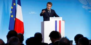 Emmanuel Macron a appeléle 5 septembre « tous les propriétaires à baisser les loyers de 5 euros » par mois, lors d'un discours devant les préfets à l'Elysée.