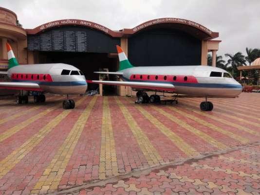 Deux répliques d'avions ornent l'«aéroport du dernier vol pour le salut».