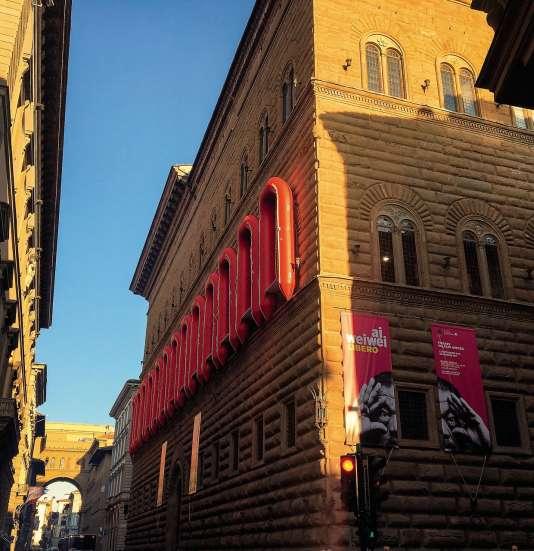 Le Palazzo Strozzi, à Florence, paré de canots pneumatiques, en septembre 2016.