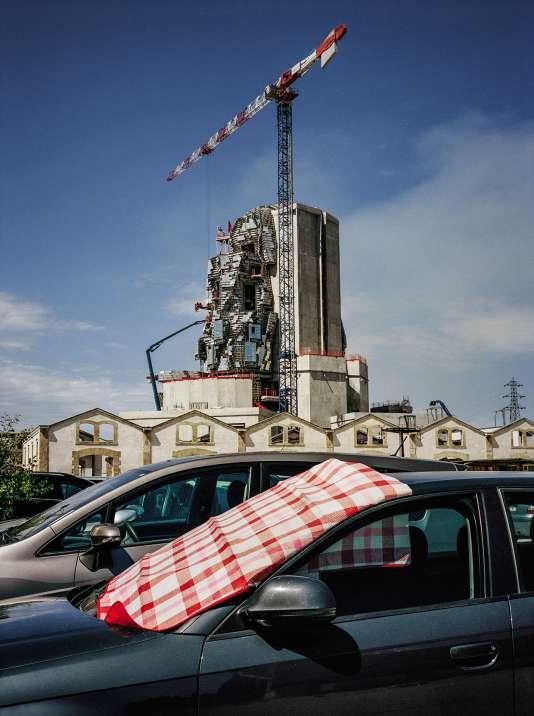 Avec la Fondation Luma-Arles, la Suissesse Maja Hoffmann espère d'attirer les touristes amateurs d'art contemporain à Arles. Ici la tour, encore en travaux.