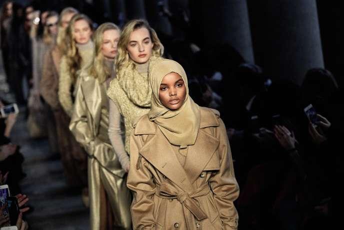 Couverte de la têteaux pieds, Halima Aden a été l'une des starsdu défilé automne-hiver de Max Mara, à Milan,le 23 février.