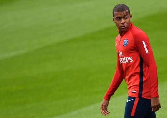 Mbappé pourrait être aligné dès le coup d'envoi du match opposant le PSG à Metz ce vendredi, au stade Saint-Symphorien.