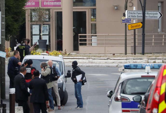 La section antiterroriste du parquet de Paris a ouvert une enquête après la découverte dans un appartement à Villejuif « d'éléments pouvant entrer dans la fabrication d'explosifs ».