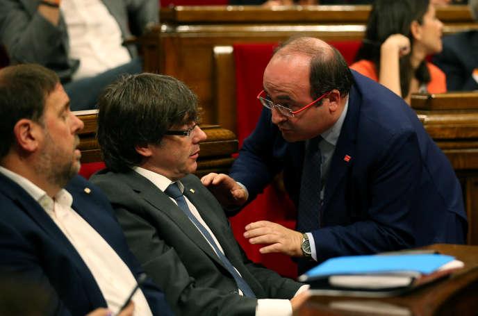 Le président du Parlement catalan, Carles Puigdemont, et le chef du Parti socialiste catalan, Miquel Iceta, le 6 septembre à Barcelone.