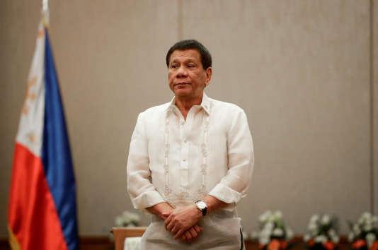 M. Duterte a dit qu'il serait « heureux de massacrer » 3millions de toxicomanes, promettant aux policiers impliqués qu'ils n'iraient pas en prison.