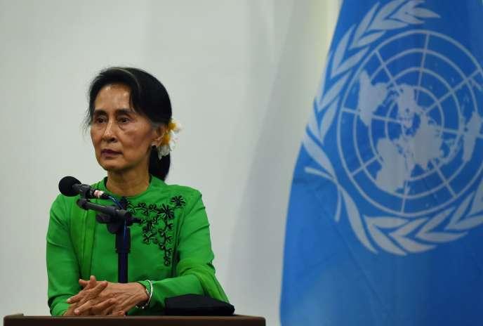 La dirigeante birmane Aung San Suu Kyi, le 30 août 2016 à Naypyidaw, en Birmanie.