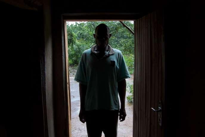 La « hyène » Louis Foté, dans le district de Nsanje, dans l'extrême sud du Malawi, le 18 janvier. Amaury Hauchard