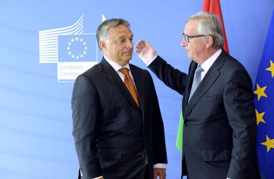 Le premier ministre hongrois, Viktor Orban (à gauche), au côté du président de la Commission européenne, Jean-Claude Juncker, en septembre 2015 à Bruxelles.