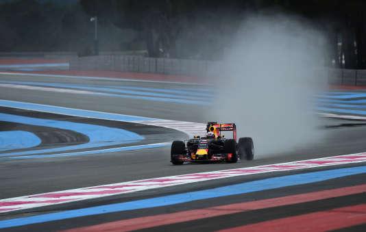 Le pilote Red Bull Daniel Ricciardo sur le circuit Paul-Ricard lors d'essais de présaison, en janvier 2016.