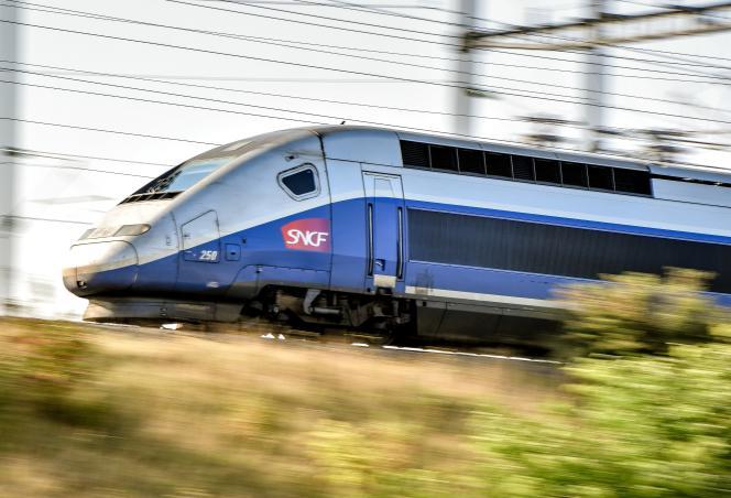 Samedi 1erjuillet, à bord du TGV inaugural de la ligne à grande vitesse LeMans-Rennes, le président de la République, Emmanuel Macron, a longuement expliqué comment il souhaite voir se réformer la SNCF à un panel de dix cheminots invités à échanger avec lui.