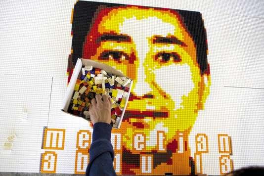 En 2015, Ai Weiwei a composé en briques Lego des portraits de dissidents politiques.