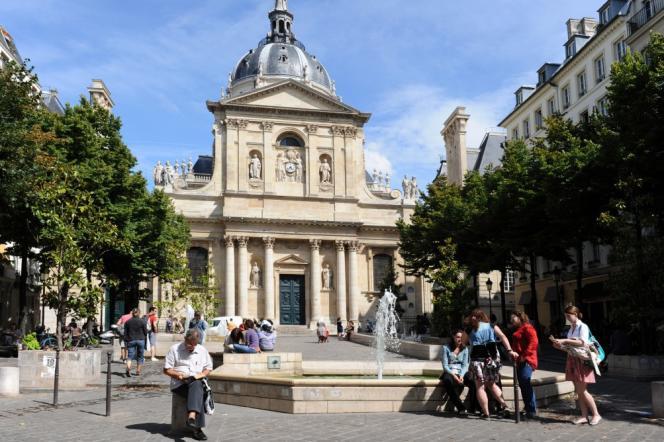 L'université Paris-IV, dans le 5e arrondissement, devenue depuis le 1er janvier 2018 Sorbonne Université (en fusionnant avec l'université Pierre et Marie Curie).