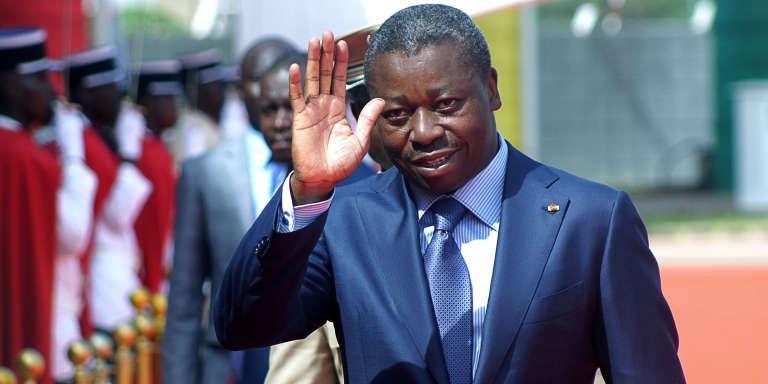 L'enjeu de la« modification constitutionnelle» promise par le gouvernement togolais porte sur le passage au scrutin à deux tours et à la limitation des mandats présidentiels à deux alors que le président Faure Gnassingé (photo) en est à son troisème (élu en 2005,2010 et 2015).