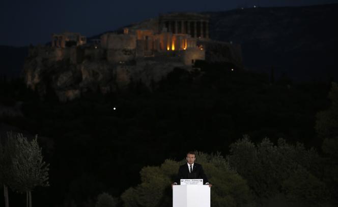 « Demain si nous voulons une zone euro plus intégrée, donnons lui une force démocratique », a lancé Emmanuel Macron.