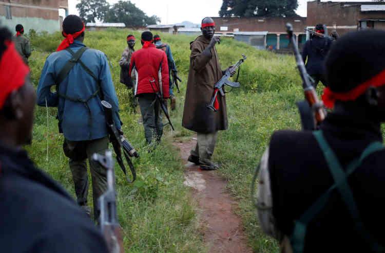 Les rebelles du SPLA-IO ont attaché des bandes de tissu rouge autour de leur tête et se sont lancés à l'assaut de Kaya.