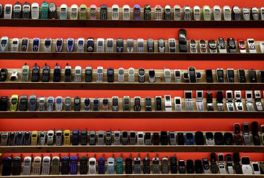 Un musée privé où sont exposés d'anciens téléphones portables, à Dosbina, en Slovaquie, le 6 septembre.
