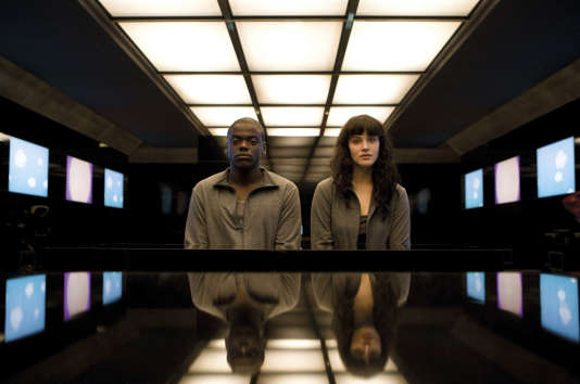 Daniel Kaluuya et Jessica Brown Findlay, acteurs de la série « Black Mirror ».