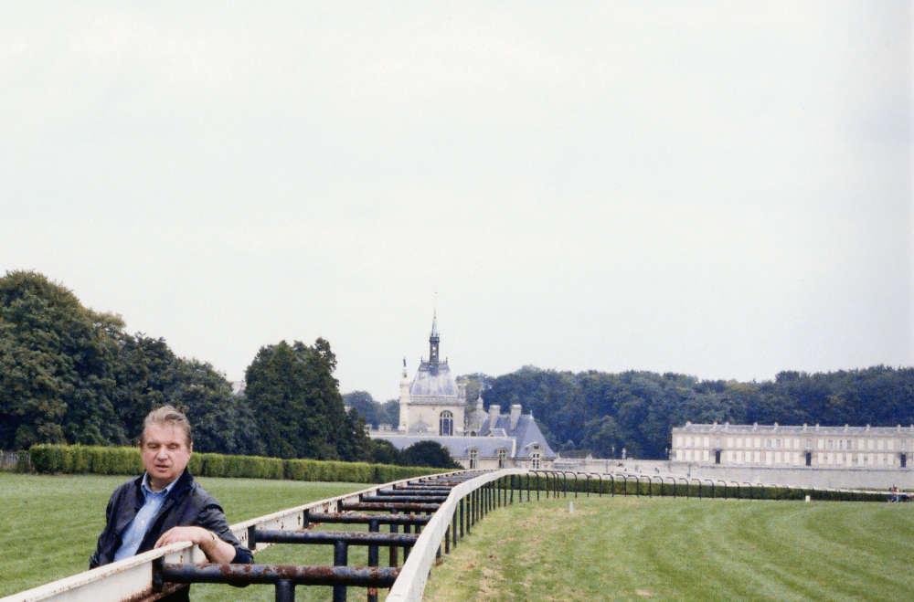 """«Francis Bacon se rend à Chantilly pour la première fois à l'été 1927. Il réside tout près, à Saint-Maximin, chez Yvonne Bocquentin, amatrice d'art. Le tableau de Poussin, """"le plus crié de l'histoire de la peinture"""" comme il le dira, le marque profondément.»"""