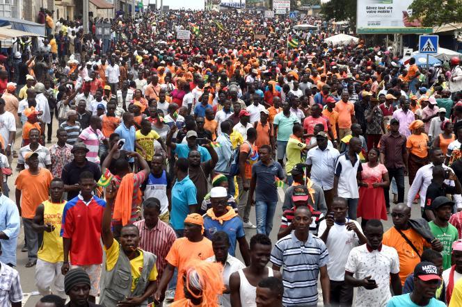 Le 6 septembre 2017, plus de 100 000 Togolais, selon Amnesty International, ont manifesté à Lomé et dans d'autres villes du pays pour réclamer les réformes constitutionnelles promises par le gouvernement depuis des années.