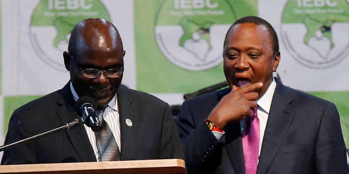 Le président de la Commission électorale kényane Wafula Chebukati annonce lréélection du président Uhuru Kenyatta à Nairobi, le 11 août 2017.