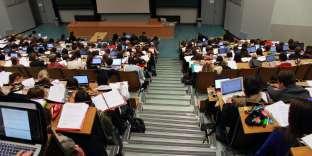 Universités Unistra Université de Strasbourg amphi Campus surpopulation étudiante étudiants