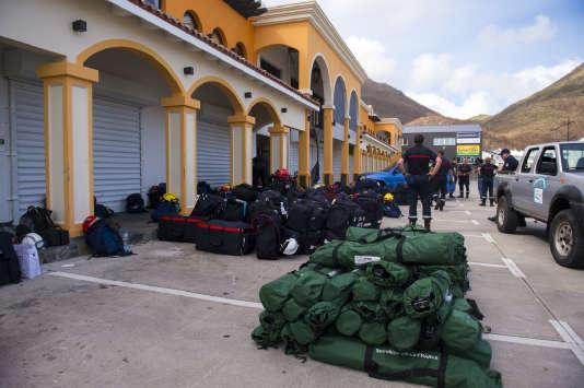Les secours se mettent en place à proximité de l'aéroport Grande-Case de Saint-Martin.