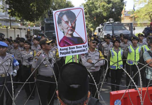 Manifestation en Indonnésie contre la violence à l'encontre des Rohingya, le8septembre.